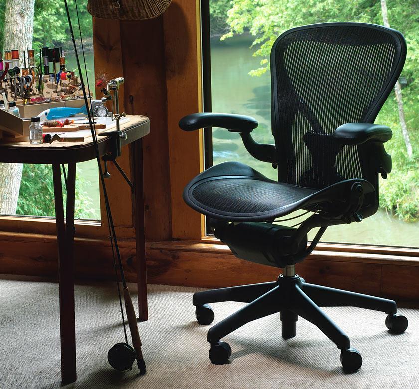 Trucos para hacer tu silla m s c moda y saludable ebocame for Sillas comodas para trabajar