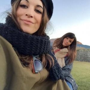 Beatriz y Teresa sin disfraz de vaca y granjera.