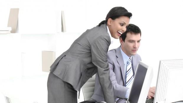 529753269-marketing-business-meeting-presentar-repartido