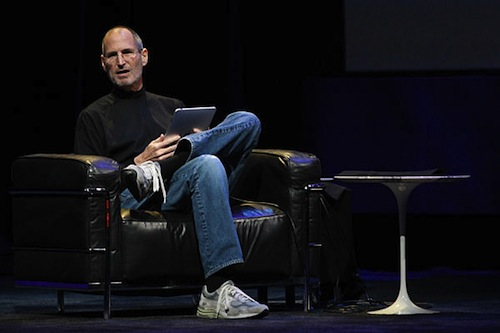 0127-steve-jobs-carry-ipad_full_6001