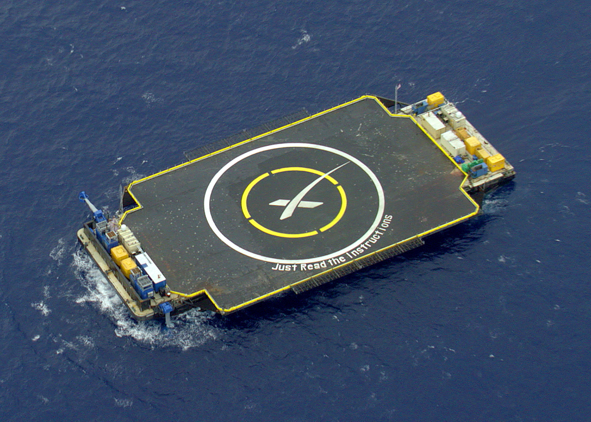 SpaceX_ASDS_in_position_prior_to_Falcon_9_Flight_17_carrying_CRS-6_(17127808431)